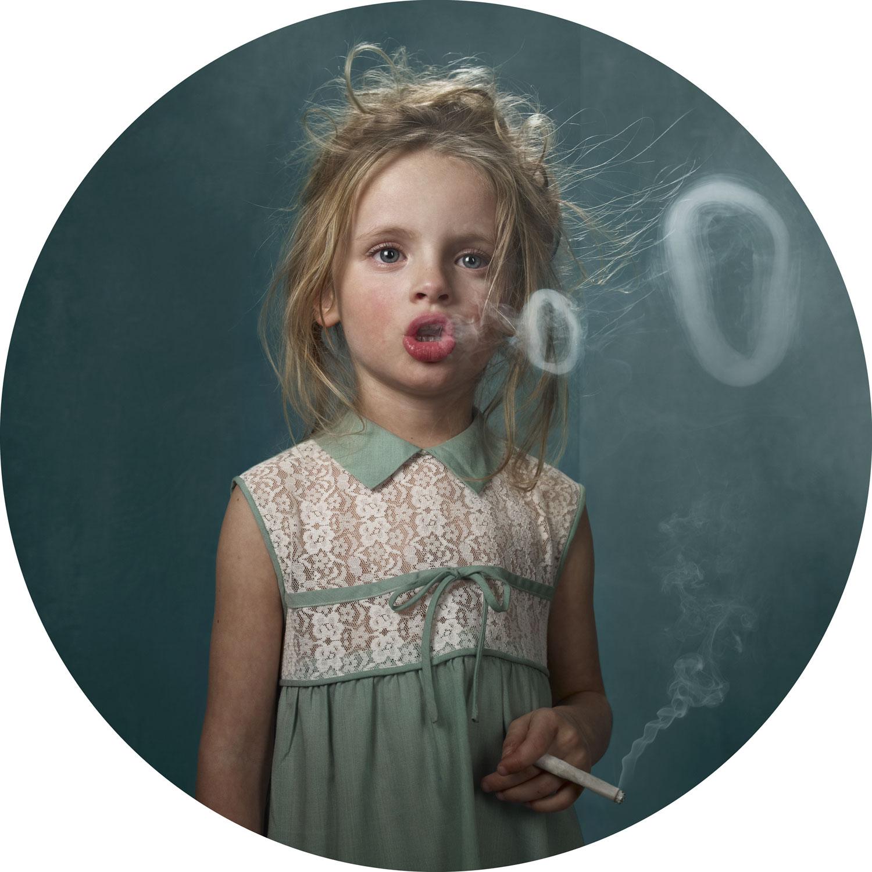 Телки с сигаретами 21 фотография